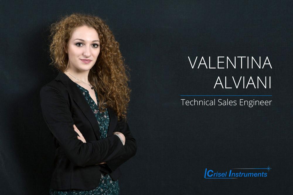 Valentina Alviani- Technical Sales Engineer Laurea in Ingegneria con indirizzo in Nanotecnologie. È responsabile del supporto tecnico  e commerciale della componentistica ottica, opto-meccanica, elettronica e DPI, progettazione di sistemi di microfluidica.